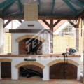 Барбекю с разделочными столами после облицовки