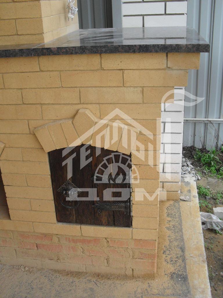 Деревянная дверка из массива лиственницы, старение, ковка