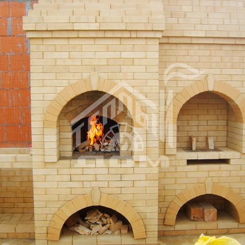 Кухня барбекю с русской печкой и столами (4)