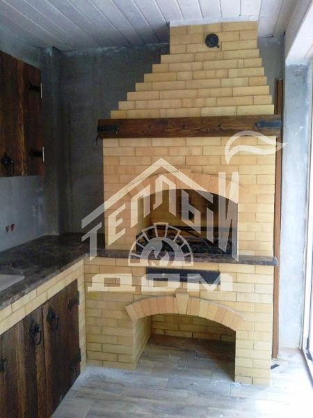 Угловое барбекю с деревянной мебелью (1)