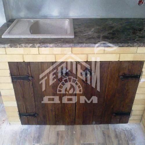Угловое барбекю с деревянной мебелью (5)