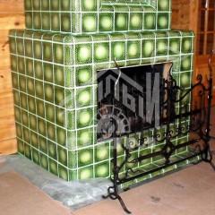 Камин, облицовка изразцами серии Русь зеленые