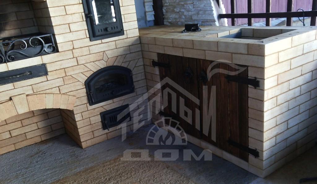 Комплекс барбекю с коптильней, плитой под казан и разделочными столами (1)