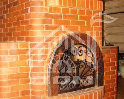 Печь с кованой дверкой