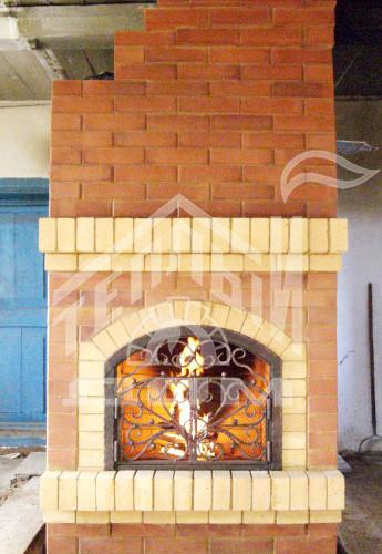 Строительство камина с кованой дверкой